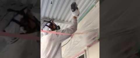 外壁塗装埼玉県吉見町下細谷より 共用廊下鉄部錆止め吹付作業