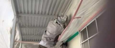 外壁塗装埼玉県吉見町下細谷より 共用廊下鉄部上塗り吹付作業