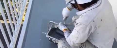 外壁塗装埼玉県吉見町下細谷より 共用廊下ウレタン防水トップコート作業