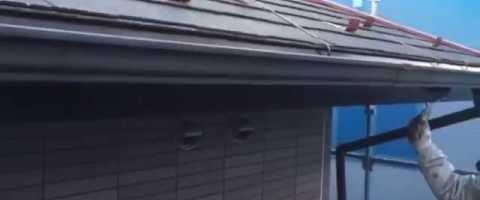 外壁塗装東京都東村山市野口町より 雨樋上塗り作業