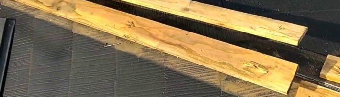 外壁塗装埼玉県富士見市諏訪より コロニアル屋根の棟板金貫板交換作業