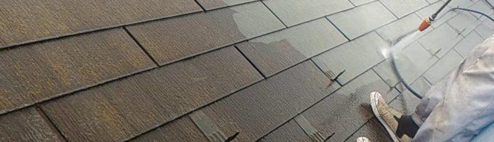 外壁塗装埼玉県ふじみ野市西鶴ヶ岡より コロニアル屋根の高圧洗浄作業