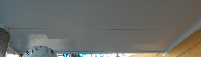 本日は川越市中台現場で軒天塗装を行いました