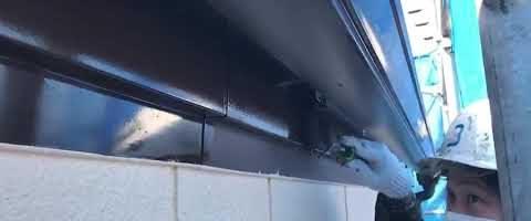 ファインフッソで破風板上塗り作業 外壁塗装埼玉県川越市小ヶ谷より