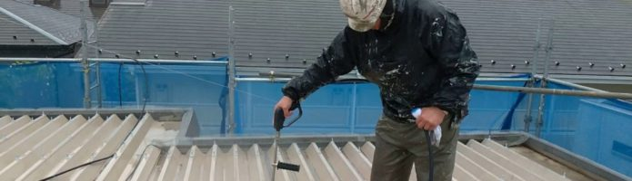 折半屋根の高圧洗浄作業 埼玉県川越市西小仙波町より