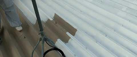 折半屋根にキクスイサーモプライマーを塗装しました 外壁塗装埼玉県川越市西小仙波町より