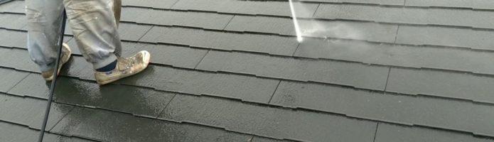 コロニアル屋根の高圧洗浄作業|埼玉県ふじみ野市清見にて塗り替えリフォーム中