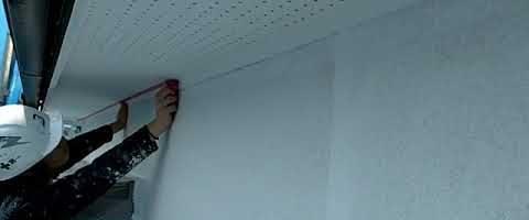 マスキングテープ貼りl外壁塗装埼玉県ふじみ野市清見現場で塗替えリフォーム施工中