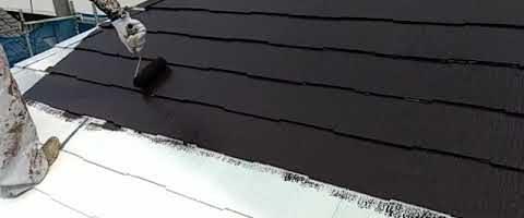 コロニアル屋根にスーパーセランマイルドIRを塗装しました|外壁塗装埼玉県川越市仙波町現場で塗替えリフォーム施工中