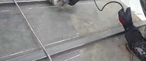 トタン屋根をサンダーケレンしました|外壁塗装埼玉県川越市四都野台現場で塗替えリフォーム施工中