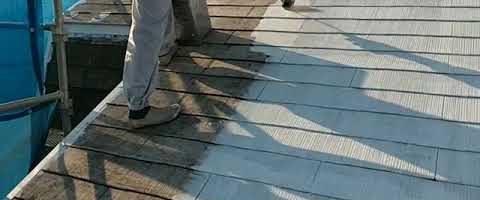 コロニアル屋根の遮熱塗装下塗り 外壁塗装埼玉県所沢市こぶし町現場で塗替えリフォーム施工中