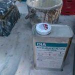 ダイヤスーパーセランフレックスの撹拌作業|外壁塗装埼玉県川越市並木西町で塗替えリフォーム施工中