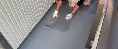 ベランダ床の簡易防水塗装|外壁塗装埼玉県富士見市鶴馬現場で塗替えリフォーム施工中