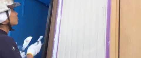 伸縮目地のシーリング作業|外壁塗装埼玉県富士見市鶴馬現場で塗替えリフォーム施工中