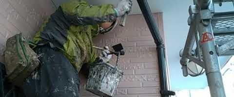 一級技能士コバちゃんの雨樋塗装|外壁塗装埼玉県川越市熊野町現場で塗替えリフォーム施工中