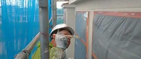 SKスーパーセラタイトF中塗り塗装|外壁塗装埼玉県川越市岸町現場で塗替えリフォーム施工中