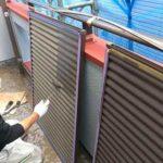 ミニローラーで雨戸を塗装しました 外壁塗装埼玉県川越市下新河岸現場で塗替えリフォーム施工中