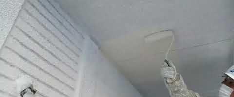 SKスーパーセラタイトF中塗りで軒天を塗装しました|外壁塗装埼玉県川越市岸町現場で塗替えリフォーム施工中