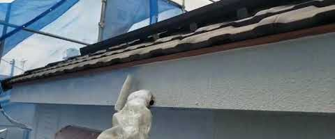 SKスーパーセラタイトF中塗り作業 外壁塗装埼玉県川越市岸町現場で塗替えリフォーム施工中