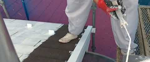 遮熱塗料の下塗り作業|外壁塗装埼玉県川越市並木新町現場で塗替えリフォーム施工中