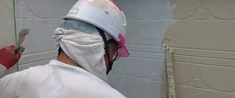シリコンフレックスⅡで上塗り作業 外壁塗装埼玉県川越市並木新町現場で塗替えリフォーム施工中