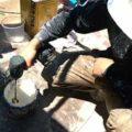 2液性塗料の攪拌作業 外壁塗装埼玉県川越市旭町現場で塗替えリフォーム施工中です