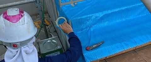 玄関前の養生作業階段|外壁塗装埼玉県ふじみ野市苗間現場で塗替えリフォーム施工中です