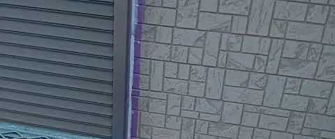 シーリングヘラ押さえ作業 外壁塗装埼玉県川越市石原町現場で塗替えリフォーム施工中です