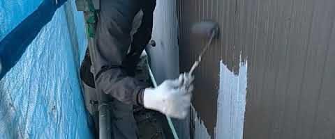 窯業系サイディングの上塗り作業|埼玉県ふじみ野市苗間現場で塗替えリフォーム施工中です