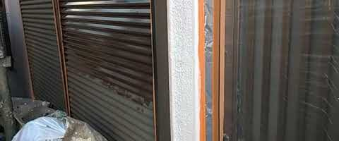 ニッペファインフッソで雨戸を塗装しました 外壁塗装埼玉県川越市砂現場で塗替えリフォーム施工中