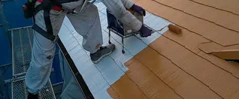 コロニアル屋根を遮熱塗料(オレンジエロー)で塗装しました|外壁塗装埼玉県川越市南大塚現場で塗替えリフォーム施工中