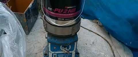 2成分型ポリウレタンシーリング材の撹拌|埼玉県川越市南田島現場で塗替えリフォーム施工中