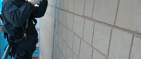 窯業系サイディング壁のシーリング注入作業|外壁塗装埼玉県川越市南田島現場で塗替えリフォーム施工中