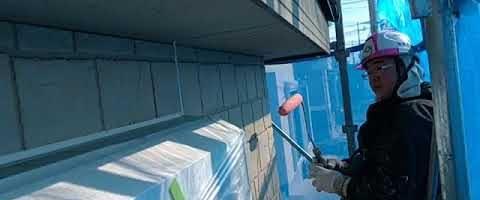 窯業系サイディング壁にダイヤワイドシーラーを塗装しました|埼玉県川越市南田島現場で塗替えリフォーム施工中