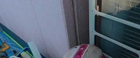 シーリングのプライマー塗布作業l埼玉県川越市南台現場で塗替えリフォーム施工中