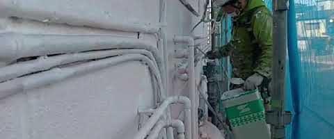 微弾性フィラー塗布作業l埼玉県川越市南台現場で塗替えリフォーム施工中