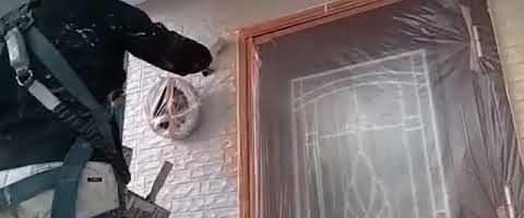 窯業系外壁上塗り作業l埼玉県川越市泉町現場で塗り替えリフォーム施工中