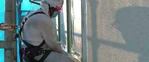外壁下塗り作業l埼玉県川越市久下戸現場で塗り替えリフォーム施工中