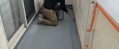 ベランダ床塗装作業l埼玉県川越市泉町現場で塗り替えリフォーム施工中