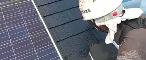 コロニアル屋根の下塗り作業l埼玉県川越市久下戸現場で塗り替えリフォーム施工中